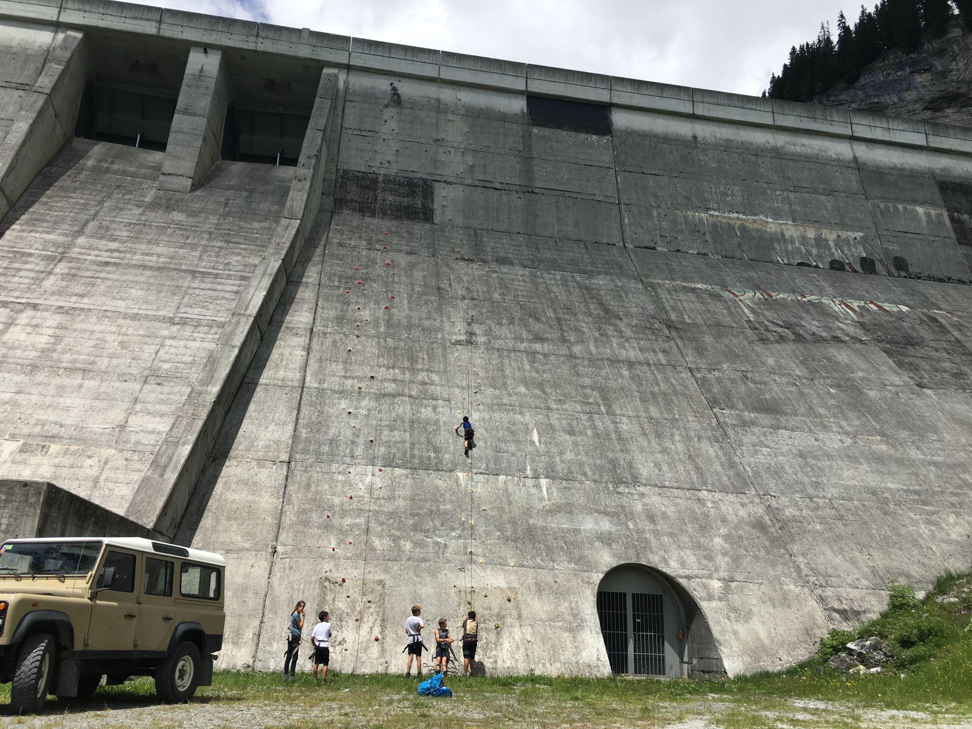 Staumauer-Klettern